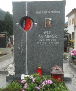 Urnengrab mit Glaselement, Glas, Grabstein mit Glas, Schriftplatte mit Glas, Stein & Design Schwarzenbacher