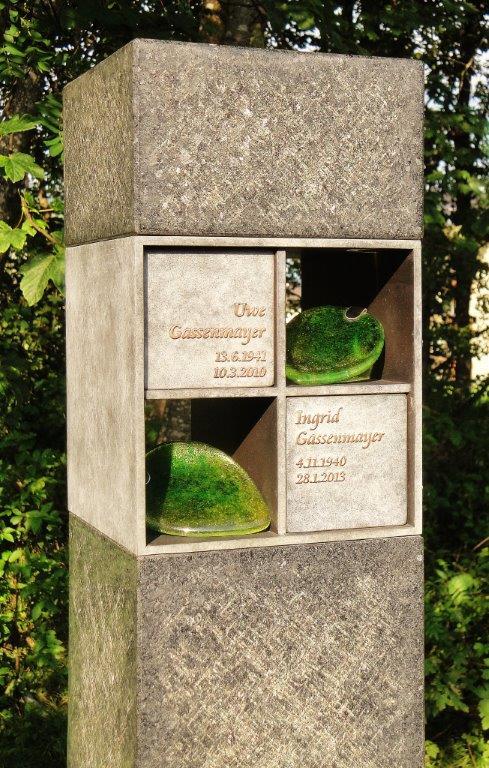 Urnengrab, Urnenstele, Erdurnengrab - Ausstellung Stein & Design Schwarzenbacher