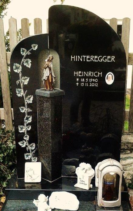 Einzelgrab mit Grabstein, Ornament Efeu und Madonna - Stein & Design Schwarzenbacher