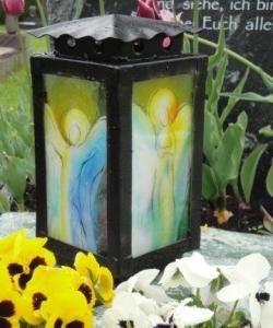 Laternenglas, Engel, Urnengrab mit Glaselement, Glas, Grabstein mit Glas, Schriftplatte mit Glas, Stein & Design Schwarzenbacher