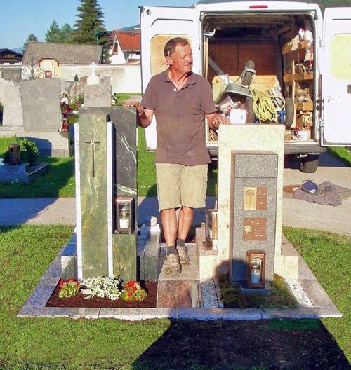 Stein & Design Schwarzenbacher - Urnengrab - Erdurnengräber- Ausstellung am Friedhof Bruck/Glstr.